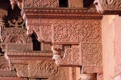 Kolommen met steen het snijden in het Rode Fort van Agra royalty-vrije stock foto's