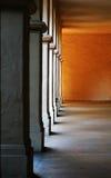 Kolommen (Nadruk op middenkolom) Stock Foto