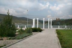 Kolommen op de meerpromenade in abrau-Dyurso Royalty-vrije Stock Afbeelding