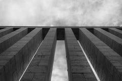 Kolommen tegen hemel Stock Foto