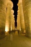 Kolommen in tempel bij nacht Royalty-vrije Stock Afbeelding