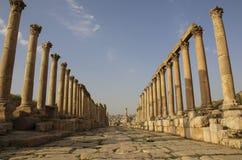 Kolommen van Cardo Maximus The Colonnaded Street, Oude Ro stock foto