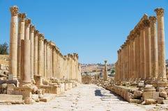 Kolommen van Cardo Maximus in de oude roman stad van Gerasa moderne Jerash in Jordanië royalty-vrije stock afbeeldingen