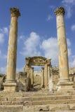 Kolommen van cardomaximus, Oude Roman stad van Gerasa moderne Jerash, de blauwe hemel van Jordanië Royalty-vrije Stock Foto