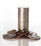 Kolommen van muntstukken die op witte kleur worden geïsoleerdl Royalty-vrije Stock Foto's