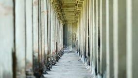 Kolommen van oude Cambodjaanse tempel Angkor Wat stock videobeelden