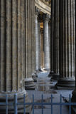 Kolommen van oude kathedraal Royalty-vrije Stock Fotografie