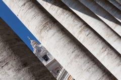 Kolommen in Vatikaan stock afbeeldingen