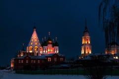 Kolomna katedry kwadrata Rosja zimy wieczór w śniegu gdy iluminujący Obrazy Stock