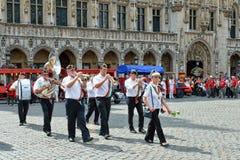 Koloni av Meyboom ceremoni på Grand Place, Bryssel Fotografering för Bildbyråer