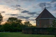Koloniaal arsenaal in historische Williamsburg Va Stock Fotografie