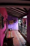 Koloniaal Roze huis Stock Afbeeldingen