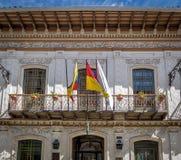 Kolonial balkong i Cuenca - Ecuador Royaltyfria Bilder