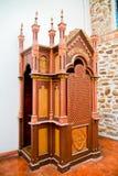 Kolonial biktstol på en kristen kyrka Royaltyfria Foton
