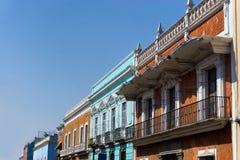 Kolonial byggnad i den historiska mitten i Puebla Royaltyfria Bilder
