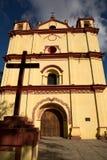 Kolonial mexicansk katolsk kyrka Royaltyfria Bilder