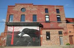 Kolonial stilbyggnad i röd krokgrannskap i Brooklyn, New York Royaltyfria Foton