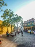 Kolonial stilgata i Cartagena Colombia arkivbilder