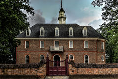 Kolonial-Williamsburg-Kapitol an der Dämmerung stockbilder