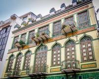 Koloniala balkonger i Cuenca - Ecuador Royaltyfria Bilder