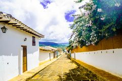 Koloniala buidlings i gatorna av Barichara - Colombia arkivbild
