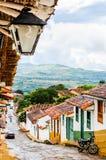 Koloniala buidlings i gatorna av Barichara - Colombia royaltyfri bild