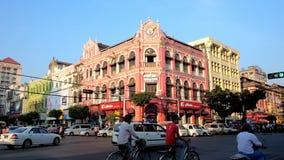 Koloniala byggnader i Yangon, Myanmar arkivfilmer