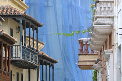 Koloniala hus. Typiska balkonger, Cartagena, Co Arkivfoton