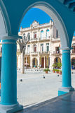 Kolonialarchitektur an der Piazza Vieja in Havana stockfotografie