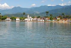 Kolonialarchitekturdorfbucht - Paraty - Rio de Janeiro - Brasilien Lizenzfreies Stockbild