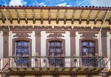 Kolonialbalkon in Cuenca - Ecuador Stockfotografie