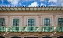 Kolonialbalkone in Cuenca - Ecuador Stockbild
