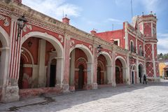 Koloniale architectuur in Bernal, Queretaro, Mexico Stock Afbeeldingen
