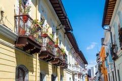 Koloniale balkons in Quito, Ecuador royalty-vrije stock foto