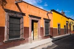 Kolonialhäuser in San Miguel de Allende Mexiko Lizenzfreies Stockbild