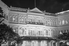 Kolonialny budynek w Singapur przy nocą zdjęcia royalty free