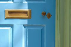 Kolonialny drzwi z starymi zredukowanego klucza kędziorkami Zdjęcia Royalty Free