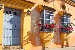 kolonialt facadehus Arkivbild