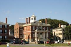 kolonialt historiskt hus för 2 tegelsten Arkivfoto