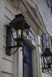 Kolonialt radhus, Closeupgasljus längs en gata Arkivfoto