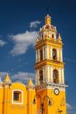 Koloniinvånarekyrka i den historiska delen av Cholula, Puebla Arkivbild