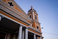 Kolonista America Miasto Granada, Nikaragua Budynki przy popo?udniem obraz stock