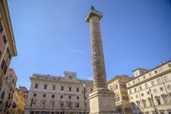 Kolonn av Marcus Aurelius i den Colonna fyrkanten i Rome royaltyfri foto