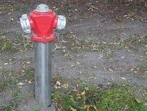 Kolonn för metallstålvatten för vakt för fyllnads- liv för brandspårmotor säker royaltyfri bild