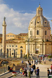 KOLONN FÖR SANTA MARIA DI LORETO KYRKTAGA OCH TRAJAN-` S, HISTORISK MITT FÖR ROME ` S, ITALIEN Arkivbild