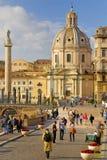 KOLONN FÖR SANTA MARIA DI LORETO KYRKTAGA OCH TRAJAN-` S, HISTORISK MITT FÖR ROME ` S, ITALIEN Royaltyfri Bild