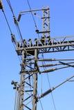 Kolonn för stål för järnväg kontakt för elektrifiering netto Fotografering för Bildbyråer