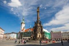 Kolonn för stadshus och för helig Treenighet, Olomouc, Tjeckien Arkivfoto