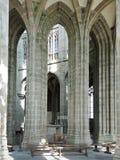 Kolonn i korridor av kyrka-abbotskloster Mont Saint Michel Arkivfoto