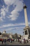 Kolonn i Trafalgar Square, med folk omkring Royaltyfri Fotografi
